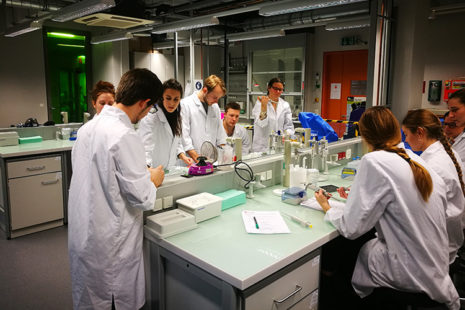 Open Lab class genetics workshop with Günter Seyfried at the Vienna Open Lab in January 2018, photo: Günter Seyfried.