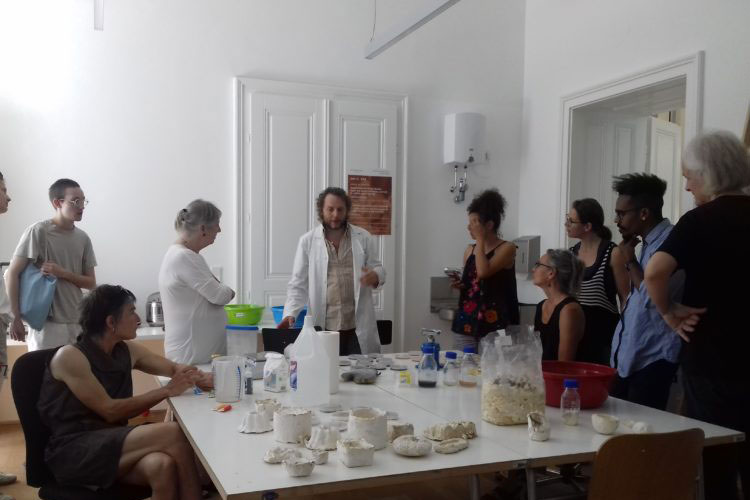 Meet Your Microbes workshop with Günter Seyfried in June 2019, photo: Zahra Mirza.